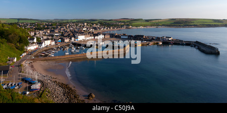 Vue plongeante sur le village et le port de Stonehaven, Aberdeenshire sur la côte nord-est de l'Ecosse Banque D'Images