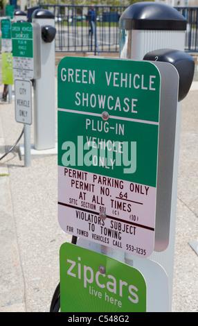 De Charge de voiture électrique point de plug-in dans le centre-ville de San Francisco à l'extérieur de l'hôtel Banque D'Images