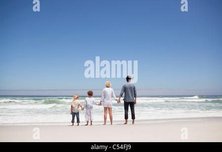 Family sur la mer de la plage Banque D'Images