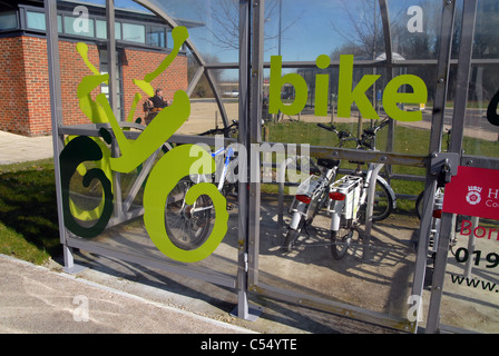Emprunter un vélo gratuitement scheme à la gare de Winchester, England, UK Banque D'Images