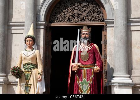 Gigantes - en dehors de la Generalitat géants célébrant le Josep Oriol Partie à Barcelone, Catalogne, Espagne Banque D'Images
