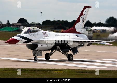Thunderbird 3 la mise hors tension de la piste principale à RAF Waddington après un affichage
