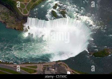 Areial vue sur les chutes canadiennes de vol en hélicoptère au-dessus des chutes du Niagara ontario canada Banque D'Images