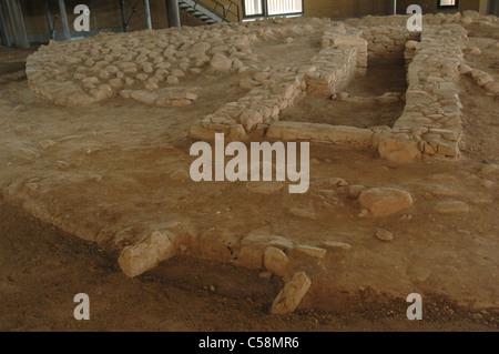 Tumulus funéraire sur un cimetière des Cyclades. Musée archéologique de Marathon. La Grèce. Banque D'Images