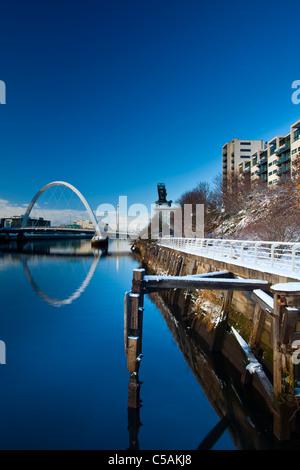L'Écosse, Glasgow, Glasgow City. Clyde Glasgow, pont d'Arc. Plus communément connue sous le nom de pont aux, et la Clyde Quayside