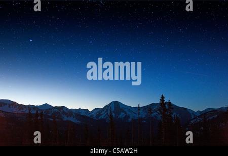 Ciel rempli d'étoiles Monarch Pass, Sawatch Range, Chaffee Comté, Colorado, USA. Banque D'Images