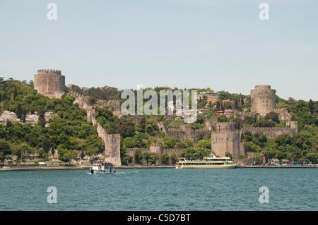 Rumelihisarı Rumelian château est une forteresse Rumeli Istanbul Turquie rive européenne du Bosphore sultan Sultan Banque D'Images