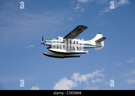Un de Havilland Canada DHC-3 Otter hydravion ou avion survole le Puget Sound dans l'état de Washington Banque D'Images
