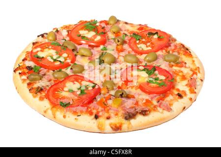 Tranche de pizza fraîche sur un fond blanc Banque D'Images