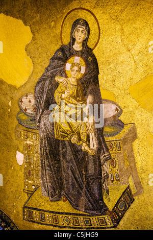 Mosaïque byzantine de la Vierge Marie et Jésus Christ dans la basilique Sainte-Sophie, Istanbul, Turquie. Banque D'Images