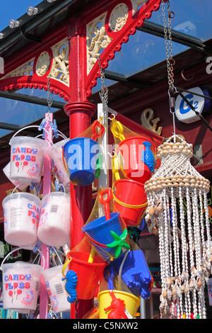 Seaux, pelles et Candyfloss - Station typiquement anglais Stall Banque D'Images