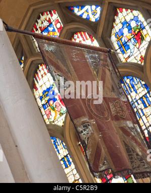 Tattered Union Jack à Bath Cathédrale, Bath, Angleterre Banque D'Images
