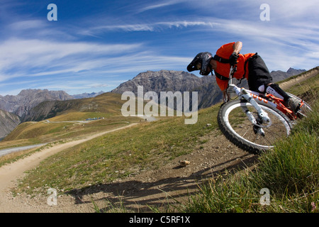 L'Italie, Livigno, vue de l'homme libre équitation vtt descente Banque D'Images
