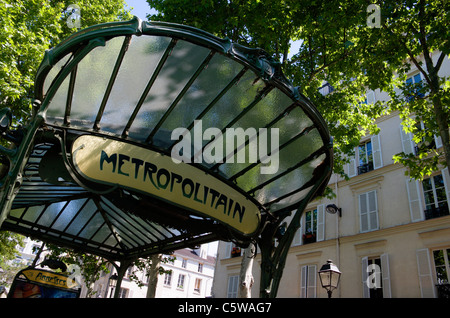 France, Paris, Montmartre, métro entrée privée, close up Banque D'Images