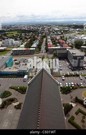 La ville de Reykjavik de la tour de l'église Hallgrímskirkja (Islandais de Hallgrímur) de Reykjavik en Islande Banque D'Images
