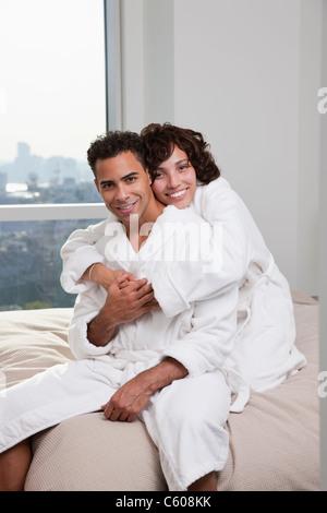USA, New York City, portrait de couple sitting on bed