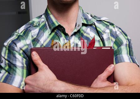 Dossier de l'homme d'affaires dans les feuilles Banque D'Images