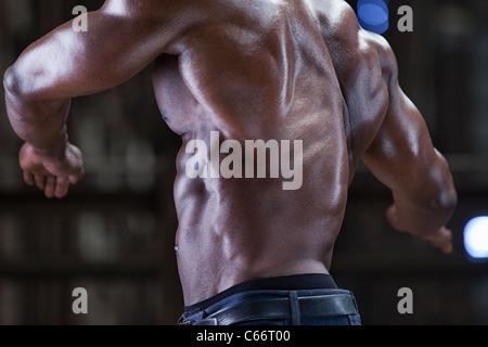 L'athlète de retour musculaire Banque D'Images