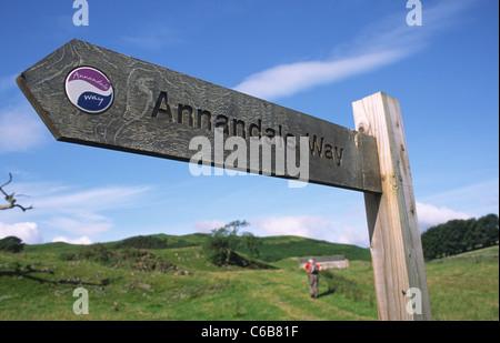Panneau indiquant la voie sur Annandale Way et marcher à près de Holmains Rammerscales Écosse UK Banque D'Images