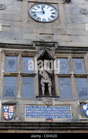 Statue du duc de York sur l'ancien marché couvert un édifice élisabéthain à Shrewsbury Shropshire England Uk Banque D'Images