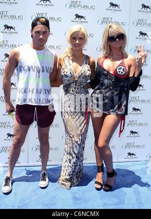 Josh Strickland, Holly Madison et Angel Porrino All-American Holly Madison héberge République humide le 4 juillet Banque D'Images