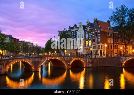 L'Europe, Pays-Bas, canal Keizersgracht à Amsterdam au crépuscule Banque D'Images