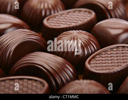 Fond bonbons au chocolat brun gros plan Banque D'Images