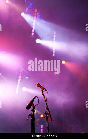 Canada,Quebec,Montreal, Montreal Jazz Festival, microphones et stage lights Banque D'Images