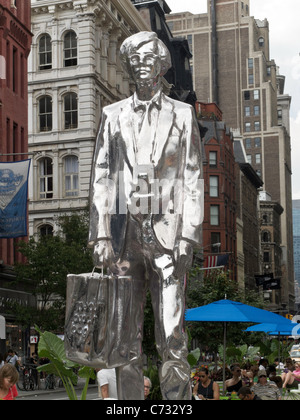 Le Monument d'Andy, Chrome Statue de Andy Warhol, Union Square, NYC Banque D'Images