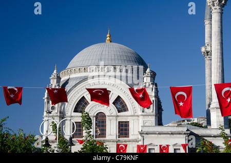 La Turquie, Istanbul, le Palais de Dolmabahçe. Résidence du sultan du 19ème siècle situé sur les rives du Bosphore. Banque D'Images