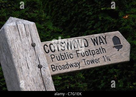 Panneau sentier public de Broadway dans les Cotswolds Banque D'Images
