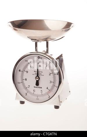 Un boîtier en acier inoxydable Salter balances de cuisine intérieure analogique Banque D'Images