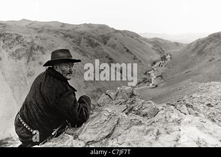 Visages au-delà des frontières, Ardibai, Kazakh eagle Hunter de l'Altaï Banque D'Images