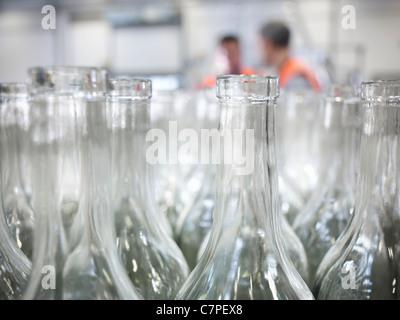 Close up de bouteilles vides dans l'usine Banque D'Images