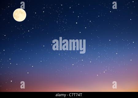Ciel de nuit avec la lune et les étoiles. Banque D'Images