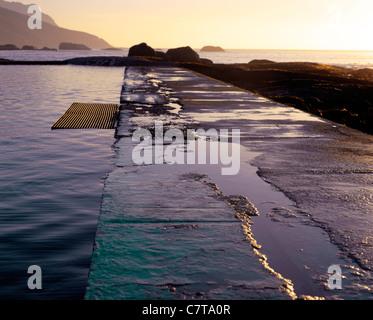 Camps Bay Piscine mur de marée Banque D'Images