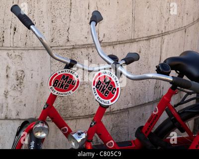 Des vélos de location touristique Vélo Mac sur Dam square, Amsterdam, Pays-Bas Banque D'Images