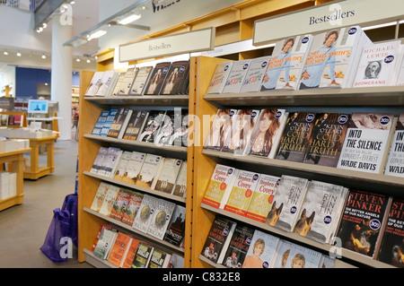 Livres sur les étagères de librairie, les meilleures ventes de l'automne 2011, Michael Smith, Neil Pasricha, Kevin Banque D'Images