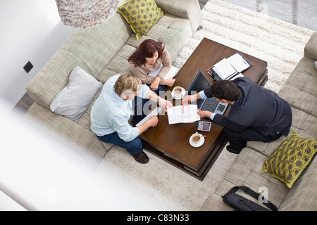 Businessman talking with couple Banque D'Images