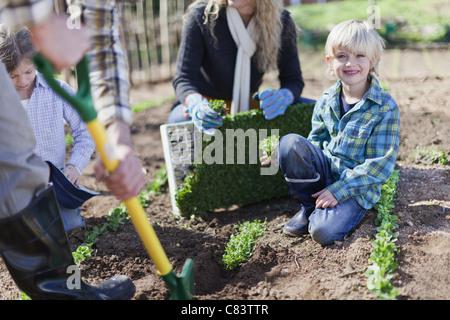 Dans la plantation de la famille ensemble de jardin Banque D'Images