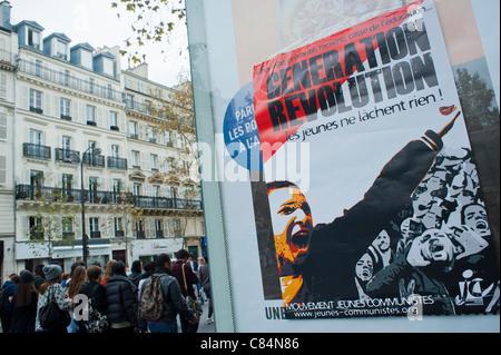 Les étudiants français mars pour protester contre les mesures d'austérité du gouvernement qui affecte aussi l'enseignement. Banque D'Images