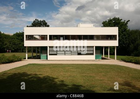 Villa Savoye par l'architecte Le Corbusier à Poissy près de Paris, France. Banque D'Images