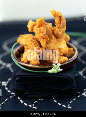 Poulet mariné frit dans la chapelure et les graines de sésame Banque D'Images