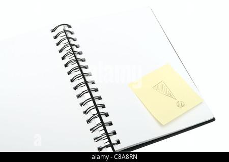 Ordinateur portable vide et Memo Stick jaune d'exclamation sur fond blanc Banque D'Images