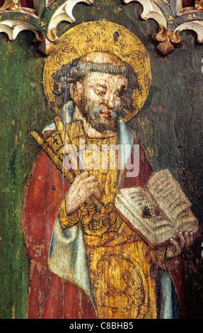 Filby, Norfolk, jubé, Saint Pierre avec les clés au ciel et livre, homme saint saints anglais peinture écrans médiévale Banque D'Images