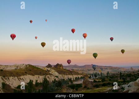 Les ballons à air sur la Cappadoce, Turquie Banque D'Images