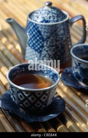 Service à thé japonais opalin Banque D'Images