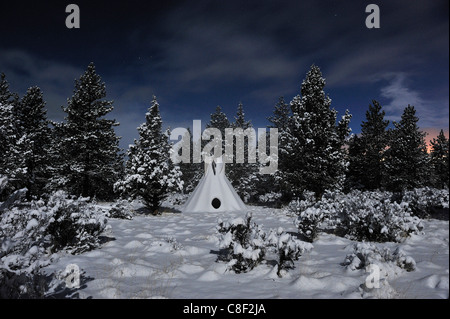 Tipi, neige, lune, étoile, High Desert, Oregon, USA, United States, Amérique, Banque D'Images