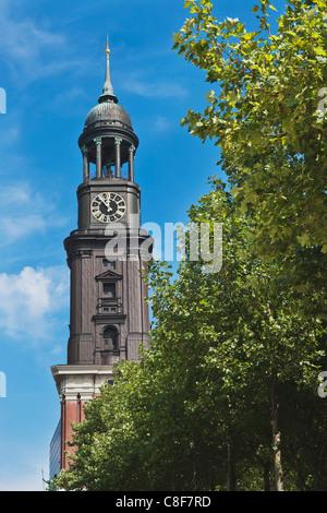 La principale église protestante de St Michaelis, appelé 'Michel ', est la plus célèbre église de Hambourg, Allemagne, Banque D'Images