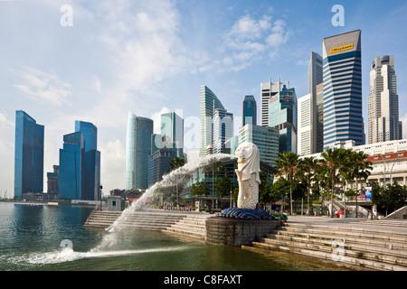 Singapour, Asie, Merlion, monument, lion, sirène, sculpture, vomir, cracher de l'eau, banque, promenade, escalier, Banque D'Images